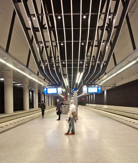 High-tech plafond boven het perron van Station Delft. Foto gemaakt voor afbouwmagazine Mebest.