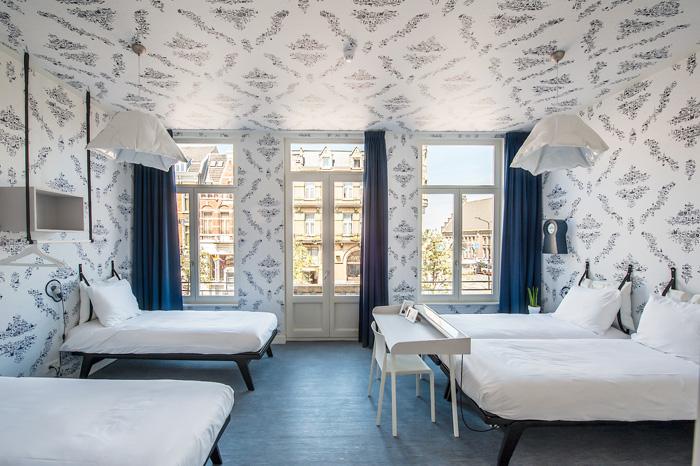 Vierpersoonskamer in Hotel Kaboom. Foto gemaakt voor Mebest 2015 nr 4.