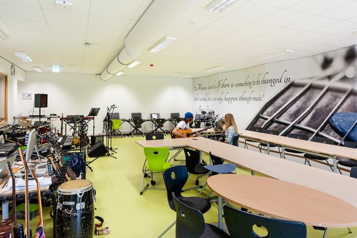 Muzieklokaal van het Dr. Nassauacollege Foto gemaakt voor Mebest 2015 nr 5.